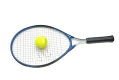 Racchetta di tennis ed isolato della sfera Fotografia Stock Libera da Diritti