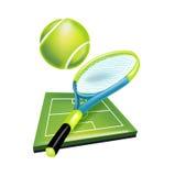 Racchetta e palla di tennis con il campo Fotografie Stock