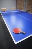 racchetta e palla isolate su bianco Fotografia Stock Libera da Diritti