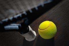 Racchetta e sfera di tennis Fotografie Stock
