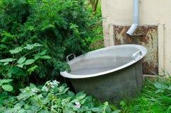 Raccogliere l'acqua piovana Fotografia Stock Libera da Diritti