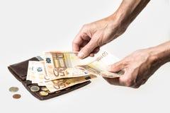 Raccoglitore con le carte di credito ed i soldi fotografia stock