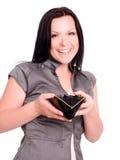 Raccoglitore sorridente della holding della donna sopra bianco immagini stock