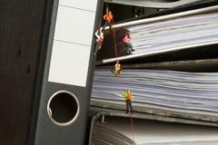 Raccoglitori rampicanti della gente miniatura Fotografia Stock