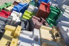 Raccolta Colourful di vecchie gabbie di plastica fotografia stock libera da diritti