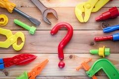 Raccolta degli attrezzi per bricolage con il punto interrogativo Immagini Stock