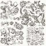 Raccolta degli elementi calligrafici floreali decorativi di vettore illustrazione di stock