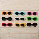 Raccolta degli occhiali da sole colorati multi alla moda - una tendenza di Immagine Stock Libera da Diritti