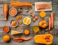 Raccolta degli oggetti arancio, arance, zucca, topview Immagine Stock Libera da Diritti