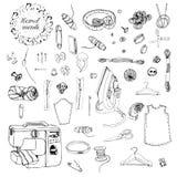 Raccolta degli oggetti per cucire Schizzo monocromatico disegnato a mano degli elementi differenti isolati su fondo bianco royalty illustrazione gratis