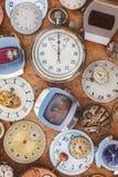 Raccolta degli orologi arrugginiti d'annata e delle parti Fotografia Stock Libera da Diritti