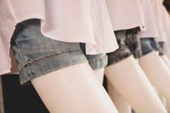 Raccolta degli shorts dei jeans Shorts lacerati moderni delle blue jeans Fotografia Stock Libera da Diritti