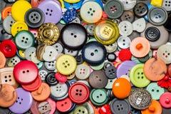Raccolta dei bottoni di plastica di cucito variopinti Fotografia Stock