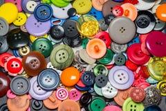 Raccolta dei bottoni di plastica di cucito variopinti Immagini Stock Libere da Diritti