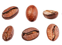 Raccolta dei chicchi di caffè isolata su fondo bianco, primo piano, Fotografie Stock Libere da Diritti