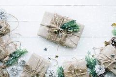 Raccolta dei contenitori di regalo avvolta in carta kraft Fotografia Stock Libera da Diritti