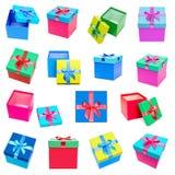 Raccolta dei contenitori di regalo isolata su fondo bianco Immagini Stock