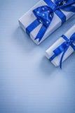 Raccolta dei contenitori di regalo sul concetto blu di feste del fondo Fotografie Stock Libere da Diritti