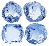 Raccolta dei cubetti di ghiaccio con le gocce su un fondo bianco Fotografia Stock