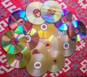 Raccolta dei dischi compatti sulla tavola Fotografie Stock Libere da Diritti