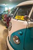 Raccolta dei furgoni d'annata di VW nel museo dell'automobile Fotografie Stock