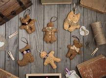 Raccolta dei giocattoli d'annata sulla tavola di legno Fotografia Stock