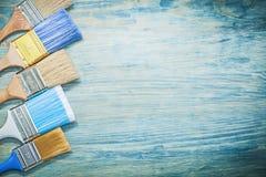 Raccolta dei pennelli sul constructi dello spazio della copia del bordo di legno Fotografia Stock