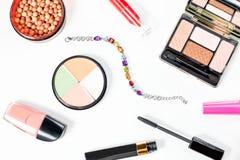 Raccolta dei prodotti di bellezza su fondo bianco, Fotografia Stock