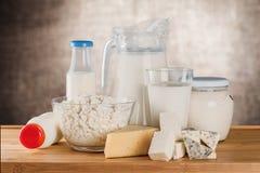Raccolta dei prodotti lattier-caseario su fondo vago Fotografie Stock