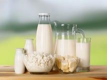 Raccolta dei prodotti lattier-caseario sulla tavola di legno Fotografie Stock