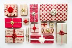 Raccolta dei regali di Natale, vista sopraelevata Immagini Stock