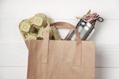Raccolta dei rifiuti separata: sacco di carta, imballaggio per uova ed alluminio Fotografie Stock Libere da Diritti