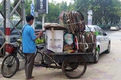 Raccolta dei rifiuti in triciclo Immagine Stock