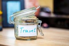 Raccolta dei soldi per il viaggio o il viaggio Immagine Stock