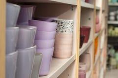 Raccolta dei vasi della ceramica in deposito Fotografia Stock Libera da Diritti