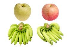 Raccolta del casco di banane, della pera e di Apple isolati su bianco Immagine Stock