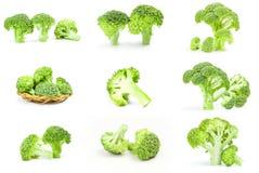 Raccolta del primo piano crudo fresco dei broccoli isolato su fondo bianco Fotografia Stock