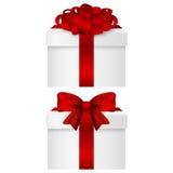 Raccolta del regalo in una scatola con il vettore rosso dell'arco Fotografie Stock Libere da Diritti