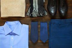 Raccolta dell'abbigliamento degli uomini moderni di affari per il viaggio d'affari Fotografie Stock Libere da Diritti
