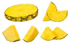 Raccolta dell'ananas Pezzi dell'ananas isolati sul backgrou bianco Fotografia Stock