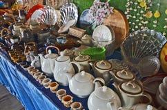 Raccolta dell'insieme e delle tazze di tè con i piatti Fotografia Stock Libera da Diritti