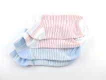 Raccolta dell'isolato colorato dei calzini su fondo bianco Immagine Stock