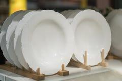 Raccolta dell'utensile della cucina delle ciotole e dei piatti dei piatti di porcellana Immagini Stock