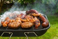 Raccolta della carne su un bbq fotografia stock libera da diritti