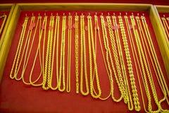 Raccolta della collana dorata Fotografia Stock