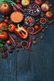Raccolta della frutta, delle verdure e del fagiolo rossi freschi Concetto sano dell'alimento Prodotto vegetariano Prodotti crudi  Fotografie Stock Libere da Diritti