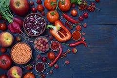 Raccolta della frutta, delle verdure e del fagiolo rossi freschi Concetto sano dell'alimento Prodotto vegetariano Prodotti crudi  Immagini Stock Libere da Diritti
