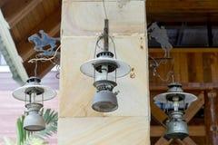 Raccolta della lanterna che appende sul gancio sulla colonna di marmo Fotografia Stock Libera da Diritti