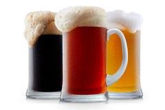 Raccolta della tazza di birra gelida con schiuma Immagini Stock Libere da Diritti