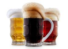 Raccolta della tazza di birra gelida con schiuma Immagine Stock Libera da Diritti